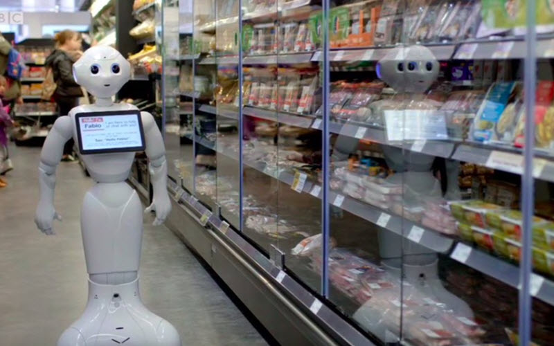 Robot in SuperMarket helping customers - SIPMM